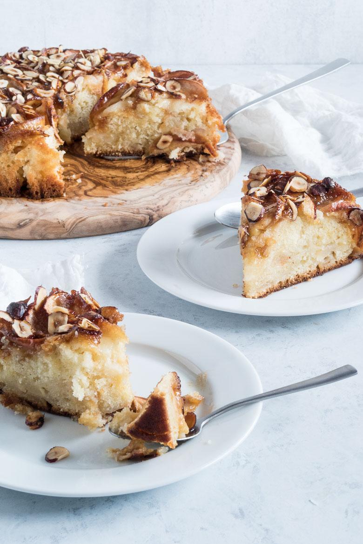 Verdens bedste æblekage med hasselnøddekaramel