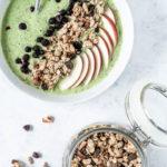 Grøn smoothie bowl med spinat og æble