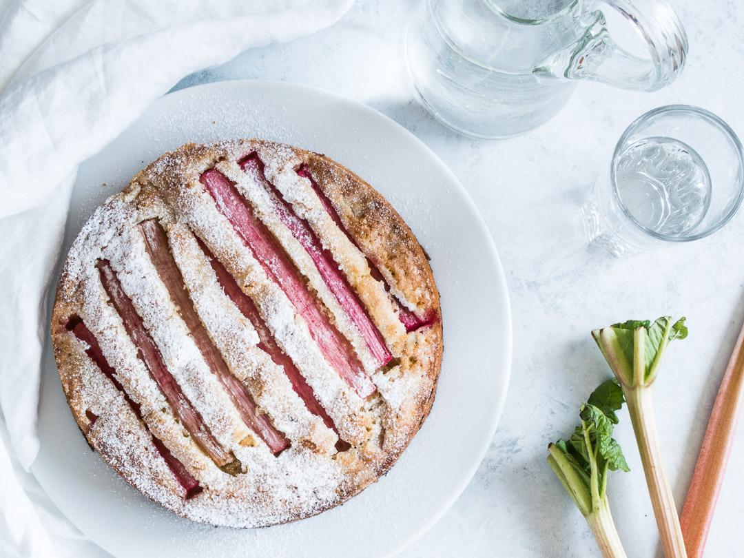 Rabarberkage - opskrift på dessert med rabarber