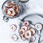 Hjemmelavede tørrede æbleringe i ovn