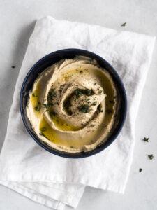 Hummus med feta og timian