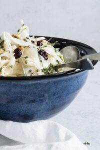 Sellerisalat med pære, tranebær og nødder - opskrift
