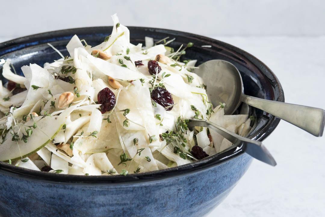 Salat med knoldselleri og pære - opskrift på vintersalat