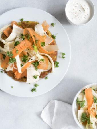 Kartoffel socca med karry og rodfrugter