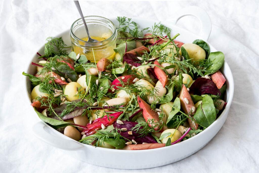 Mættende salat med limabønner - opskrift på forårssalat