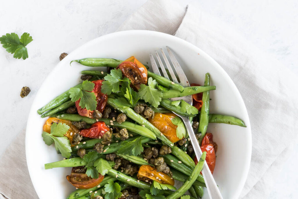 Bønnesalat med sesam og persille - nem opskrift
