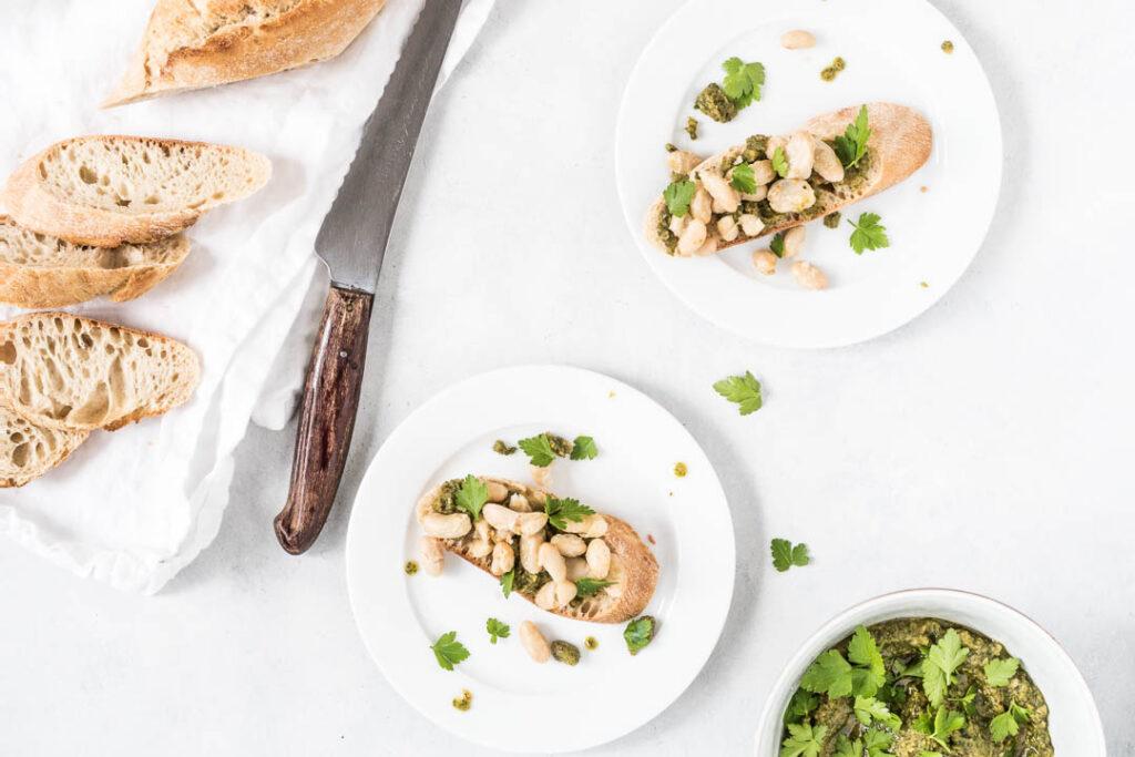 Nemme pestobrød med hvide bønner - opskrift på appetizer