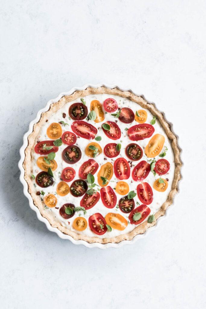 Tærte med tomater, ricotta og krydderurter (timian, salvie, oregano) - opskrift