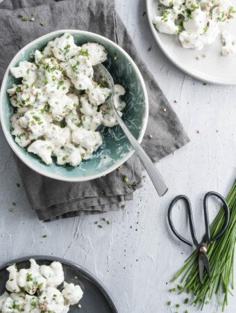Cremet salat med blomkål, purløg og ristet boghvede - opskrift