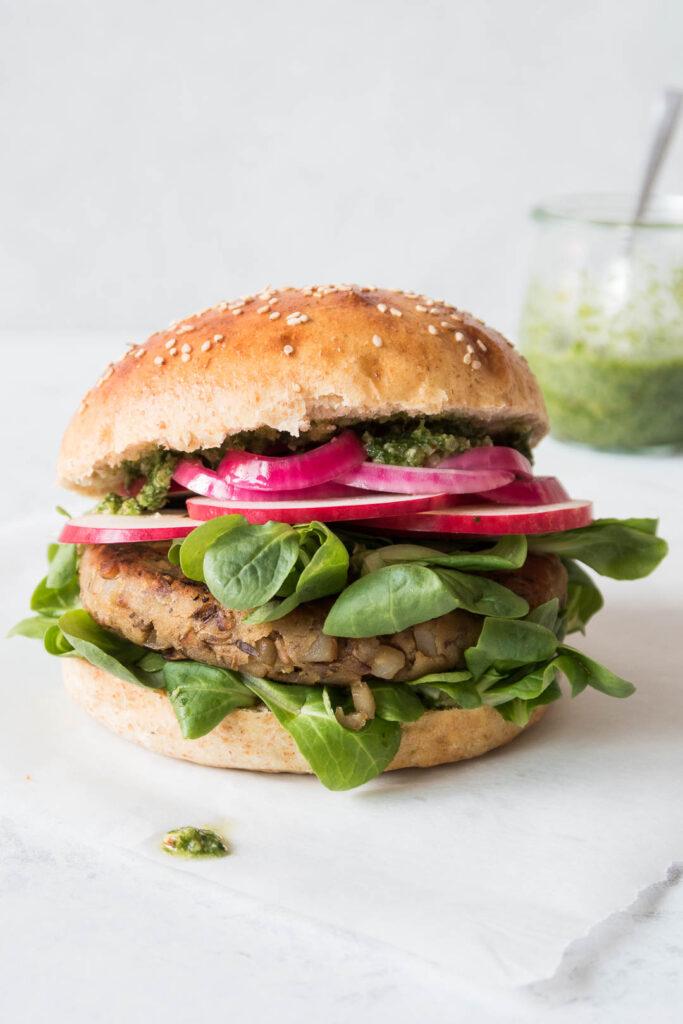 Vegetar burger med svampe og jordskokker - opskrift
