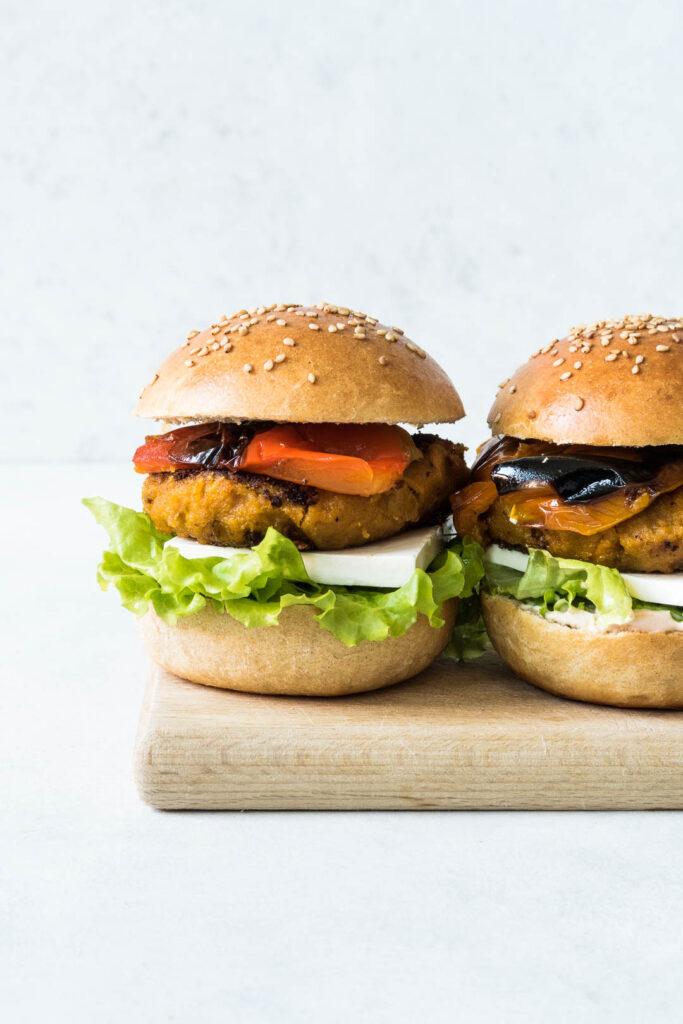 """Græskarburger - vegetarisk burger med """"bøf"""" af græskar"""