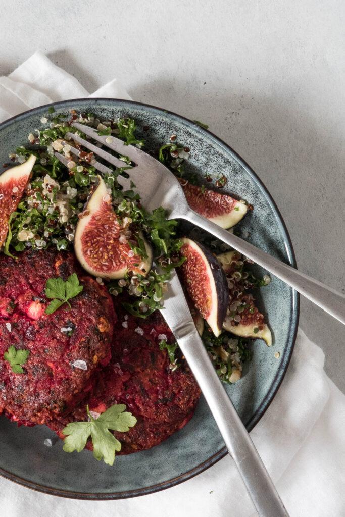 Vegetariske rødbedebøffer med feta og persille - opskrift