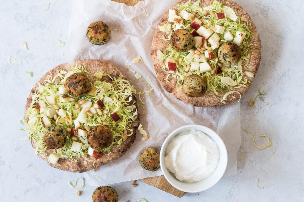 Persillefalafler med kålsalat og peberrodsdressing