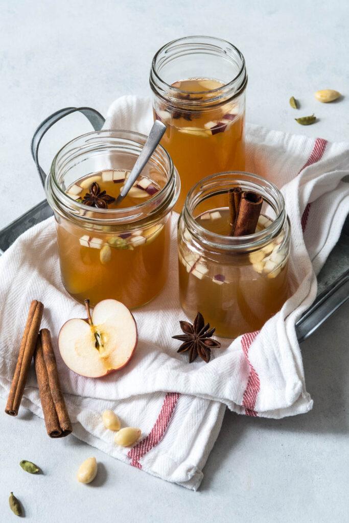 Æblegløgg med kanel og kardemomme - alkoholsfri opskrift på gløgg