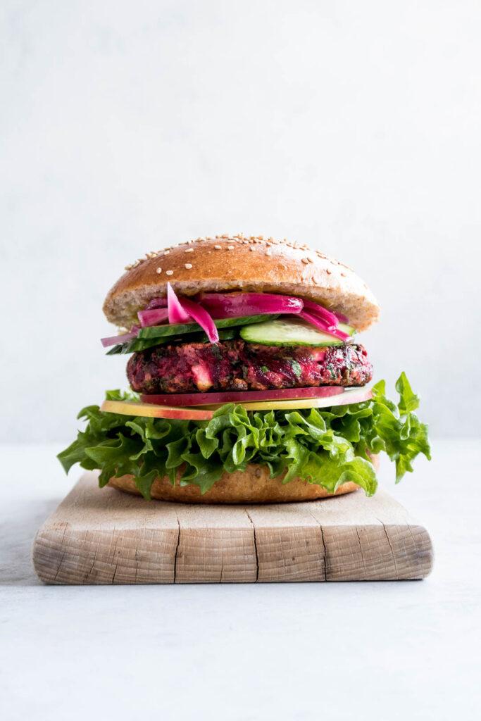 Burger med rødbedebøf - opskrift på den bedste vegetarburger