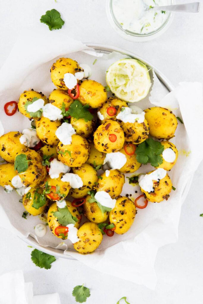 Indiske kartofler med lime-dressing - opskrift på krydrede kartofler